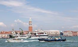 Intens ZeevaartVerkeer in Venetië Royalty-vrije Stock Foto's