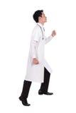 Intensification masculine de docteur d'isolement sur le fond blanc Images stock