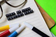 Intensifique sua mensagem da zona de conforto em conceitos da educação e da motivação fotos de stock