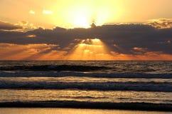 Intensiver pazifischer Sonnenuntergang Stockbilder