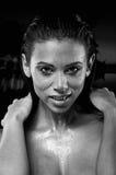 Intensiver schöner weiblicher Vampir Lizenzfreie Stockfotografie