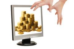 Intento de las manos para guardar el paso de progresión con el dinero Imagen de archivo libre de regalías