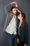Intentos de la mujer para besar a un hombre Imagen de archivo libre de regalías