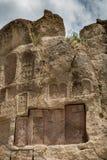 Inter-pietre del monastero sacro di Geghard immagini stock