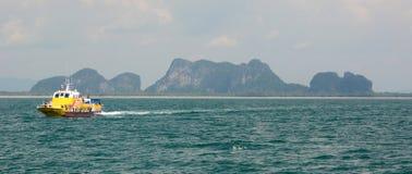 Inter traghetto delle isole Mook del KOH thailand immagini stock libere da diritti