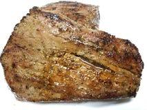 Intera bistecca di fianco arrostita su un fondo bianco fotografia stock