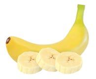 Intera e banana gialla sbucciata isolata su bianco con il picchiettio del ritaglio immagine stock