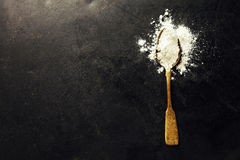 Intera farina in cucchiaio Fotografie Stock