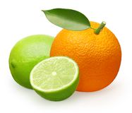 Intera frutta arancio fresca con la foglia, la calce e mezzo verdi Fotografie Stock
