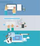 Interactiehanden die toetsenbord en mobiele toepassing gebruiken Intern Royalty-vrije Stock Foto