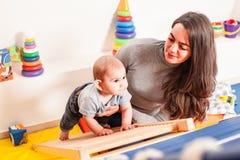 Interaction entre la mère et le bébé Photo libre de droits