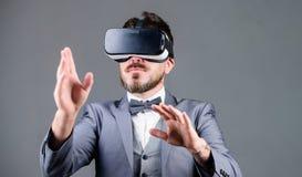 Interaction extérieure de Digital Réalité virtuelle d'homme d'affaires Innovation et progrès technologiques Instrument d'affaires photos stock