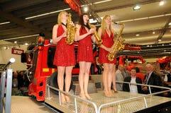 Interalpin 2011 - Venda de cobre amarillo de las muchachas Imagenes de archivo