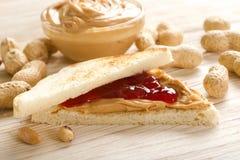 Intercale con mantequilla de cacahuetes Imágenes de archivo libres de regalías
