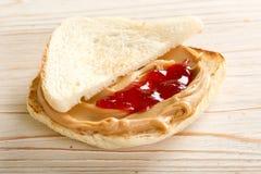 Intercale con mantequilla de cacahuetes Imagen de archivo libre de regalías