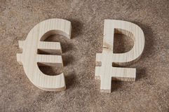 Intercambie la RUBLO por la unidad EURO en un fondo de piedra Foto de archivo libre de regalías