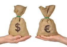 Intercambio de dinero fotografía de archivo libre de regalías
