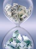 Intercambio de dinero en circulación foto de archivo
