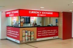 Intercambio de moneda en el aeropuerto Imagen de archivo