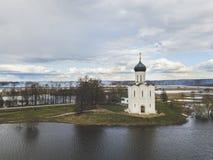 intercesi kościelny nerl Rosja Widok z lotu ptaka ziemia Zdjęcie Royalty Free