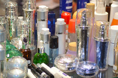 Intercharm XII Międzynarodowa mydlarnia i kosmetyka Moskwa jesieni Powystawowi sposoby dla opieki ciało Butelki, butelki, butelec Zdjęcia Royalty Free