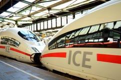 Intercity-εκφράστε στο σταθμό Duisburg στοκ φωτογραφία