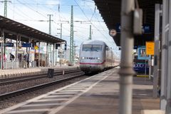 Intercity-εκφράστε το τραίνο από το σταθμό τρένου περασμάτων Deutsche Bahn fuerth στη Γερμανία στοκ φωτογραφίες με δικαίωμα ελεύθερης χρήσης