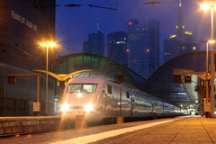 Intercity-εκφράστε των γερμανικών σιδηροδρόμων στον κεντρικό σιδηροδρομικό σταθμό της Φρανκφούρτης Στοκ φωτογραφία με δικαίωμα ελεύθερης χρήσης
