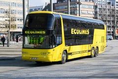 Intercity λεωφορείο Ecolines στην κεντρική στάση λεωφορείου του Αμβούργο στοκ φωτογραφία με δικαίωμα ελεύθερης χρήσης