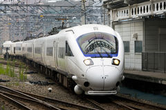 885 Intercity περιορισμένο σαφές τραίνο στοκ φωτογραφία με δικαίωμα ελεύθερης χρήσης