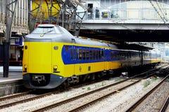 Intercity am Bahnhof Utrecht, Holland, die Niederlande Lizenzfreie Stockbilder