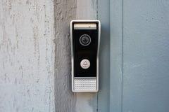 Intercomunicador video en la entrada de una casa Imagenes de archivo