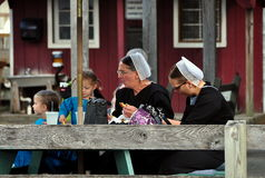 Intercourse, PA: Mennonite Women and Children Royalty Free Stock Image