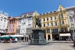 Interdisez le monument de Jelacic sur la place de ville centrale (bana Jelacica de Trg) Photographie stock