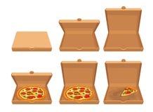Intere pizza e fette di pizza in contenitore d'imballaggio di cartone marrone chiuso ed aperto Metta le illustrazioni piane isola Fotografia Stock