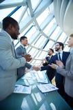 interes dorosłych biznesmena senior umowy Zdjęcie Royalty Free