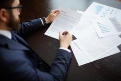interes dorosłych biznesmena senior umowy Obraz Royalty Free