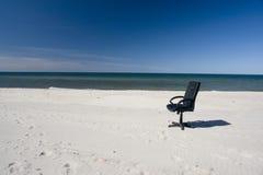 interes na plaży fotel sam Zdjęcie Royalty Free