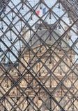 Interessant detail van de Piramide van het Museum van het Louvre Royalty-vrije Stock Afbeeldingen