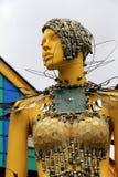 Interessant die beeldhouwwerk van vrouw in metaaltafelzilver wordt behandeld, Document Maandiner, Maryland, April, 2015 Stock Foto