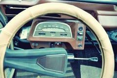 Interessant mooi ontwerp van retro auto met origineel wieldr. royalty-vrije stock fotografie