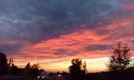 Interessante Ansicht des summerSonnenunterganghimmels lizenzfreies stockbild