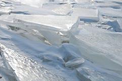 Interessante ijssulpture op de rivier Royalty-vrije Stock Afbeelding