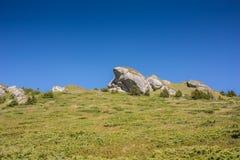 Interessante rotsachtige bovenkant die als een gezichtsprofiel kijkt Royalty-vrije Stock Fotografie