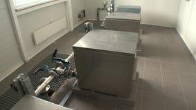 Interessante Wasserfiltrationsausrüstung angeschlossen mit Rohren stock video footage