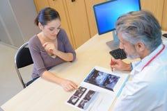 Interesse betreffend Sonogramergebnis Stockbilder