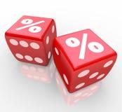 Interessen-Prozent-Zeichen auf Würfeln unterzeichnet Glücksspiel für beste Rate Lizenzfreie Stockbilder