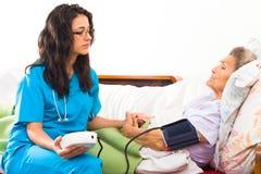 Interessieren für älteren Patienten Stockbild