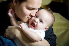 Interessierender Vater lizenzfreie stockbilder