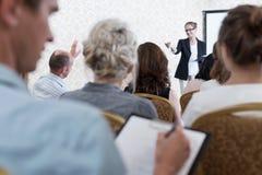 Interessiert über Konferenz stockfoto